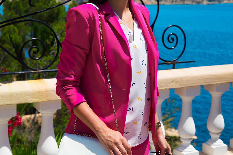 różowy garnitur
