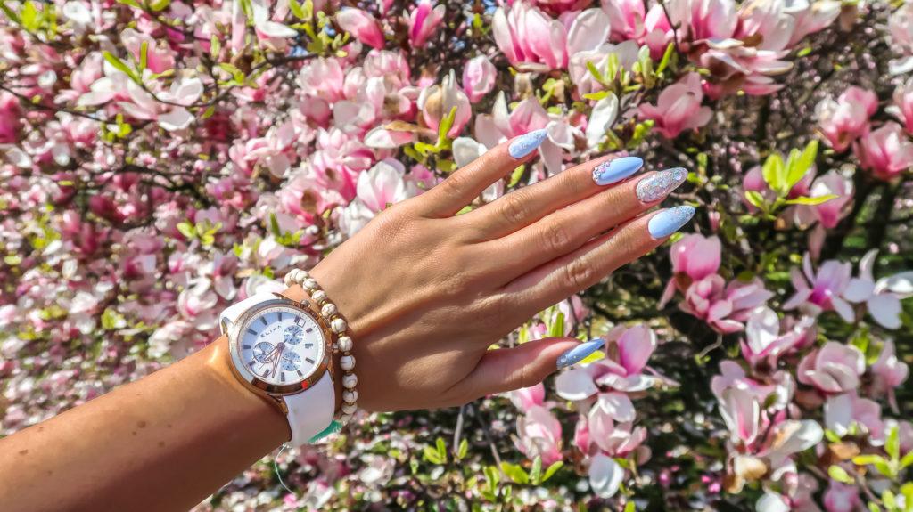 błękitny manicure