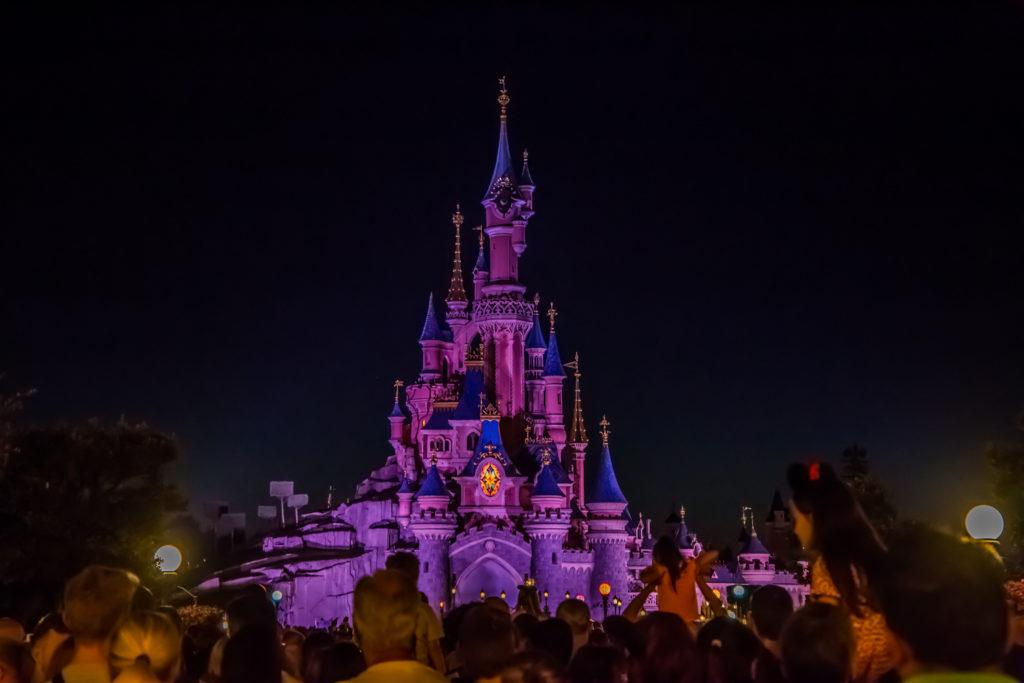 Disneyland Paris podświetlony zamek